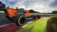 Fernando Alonso s McLarenem MCL32 poháněným Hondou