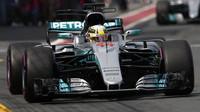 Lewis Hamilton při pátečním tréninku v Austrálii