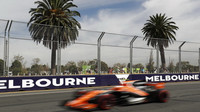 McLaren MCL32 - Honda při pátečním tréninku v Austrálii
