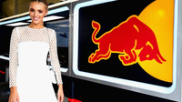 Modelka Brooke Hoganová navštívila tým Red Bull v Austrálii