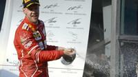 Sebastian Vettel si užívá vítězství prvního závodu sezóny v Austrálii