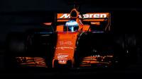 """Alonso si stěžuje: """"S horším autem jsem ještě nejezdil."""" McLaren je nejpomalejší - anotační foto"""