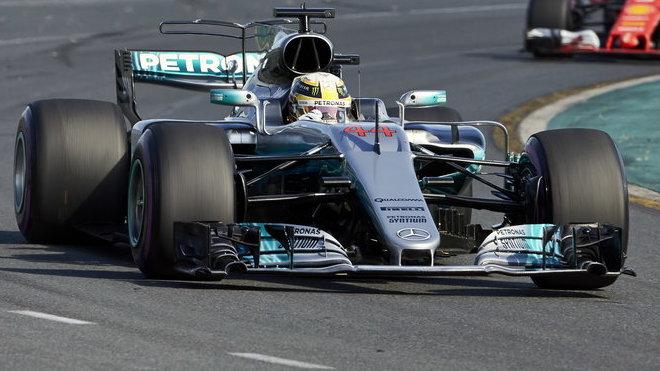 Lewis Hamilton při prvním závodě sezóny v Austrálii