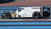Prototyp Porsche 919 Hybrid při soukromých předsezónních testech na okruhu Paul Richard