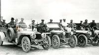 Dobová fotografie z roku 1906, Karel Rous je pravděpodobně 7 zleva