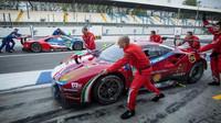 Vůz Ferrari 488GTE týmu AF Corse při prologu v Monze