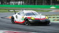 Porsche 911RSR továrního týmu Porsche při prologu v Monze