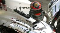 Neel Jani usedá do vozu Porsche 919 Hybrid v rámci prologu v Monze