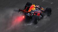 Daniel Ricciardo za deštivého tréninku v Číně