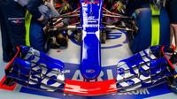 Přední křídlo vozu Toro Rosso STR12 - Renault v kvalifikaci v Číně