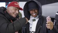 Niki Lauda a Lewis Hamilton po závodě v Číně