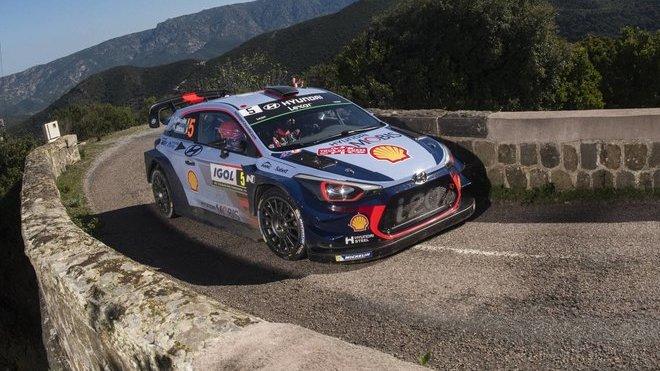 Thierry Neuville se raduje ze 3. vítězství ve WRC