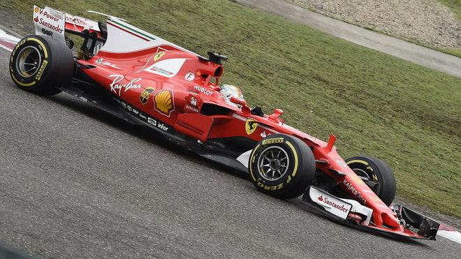 Sebastian Vettel s Ferrari v Bahrajnu zatím nerjychlejší