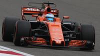Fernando Alonso s McLarenem v Číně