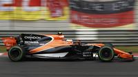 Stoffel Vandoorne s McLarenem v Číně