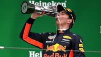 Max Verstappen si užívá pódia po závodě v Číně