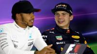 Max Verstappen a Lewis Hamilton na tiskovce po závodě v Číně