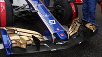 Přední křídlo vozu Sauber | Sauber C36 - Ferrari před závodem v Číně