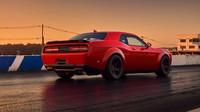 Bezkonkurenční start. Dodge Challenger SRT Demon používá ultraširoké, téměř závodní pneumatiky Nitto ve spojení se systémem TransBrake