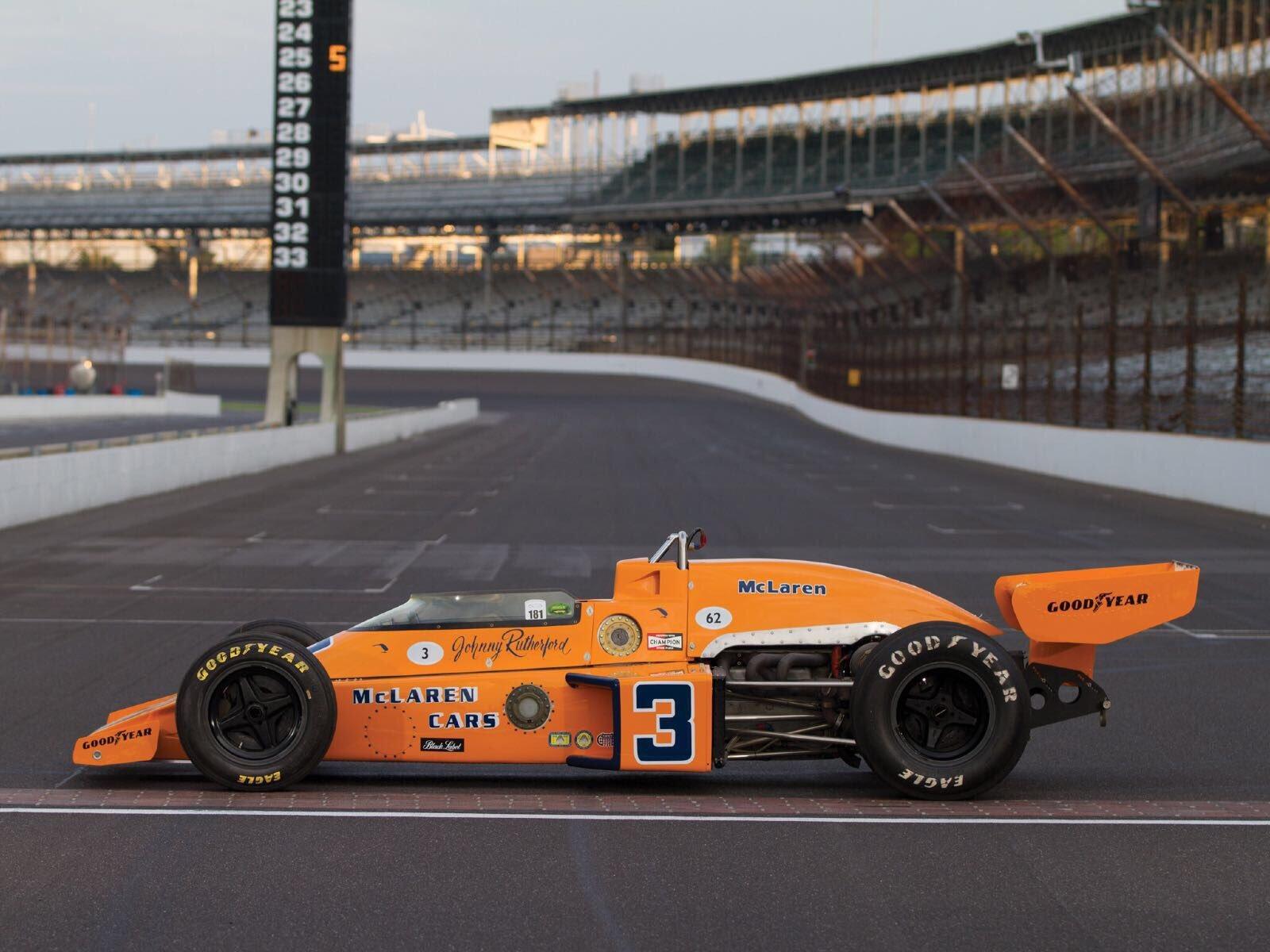 Vítězný McLaren Johnnyho Rutherforda v Indianapolis