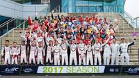 Společné foto jezdců před prvním závodem WEC sezóny 2017 v Silverstone