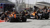 Stoffel Vandoorne a Fernando Alonso při tréninku v Bahrajnu