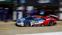 Ford GT v Silverstone