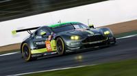 Vůz Aston Martin Vantage V8 GTE amatérské posádky Paul Dalla Lana, Pedro Lamy, Mathias Lauda