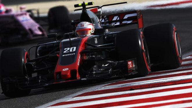 Kevin Magnussen při tréninku v Bahrajnu