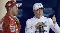 Sebastian Vettel a Valtteri Bottas po kvalifikaci v Bahrajnu