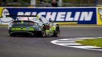 Aston Martin Vantage posádky Richie Stanaway, Marco Sorensen, Nicki Thiim