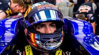 Carlos Sainz v kvalifikaci v Bahrajnu