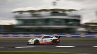 Porsche 911RSR týmu Gulf Racing s posádkou Michael Wainwright, Nick Foster, Benjamin Barker