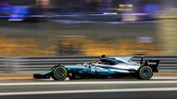 Lewis Hamilton v závodě v Bahrajnu
