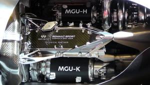 Týmy v roce 2020 mohou využít o MGU-K navíc, své vozy už nesmí schovávat, vrací se šachovnicová vlajka - anotační obrázek