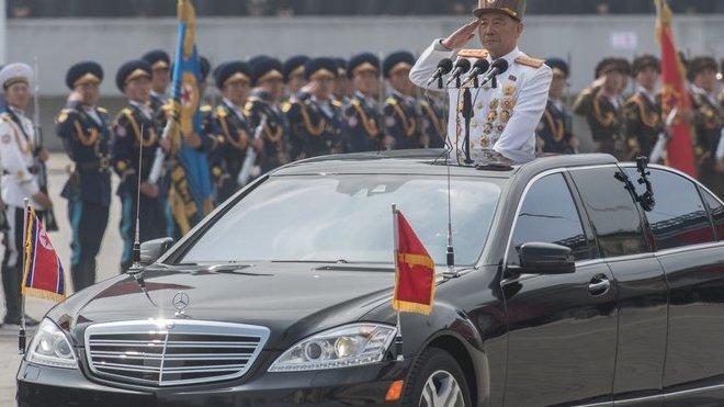 Speciálně upravené Mercedesy S na vojenské přehlídce 2017.