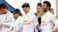 Max Verstappen a Daniel Ricciardo před závodem v Bahrajnu