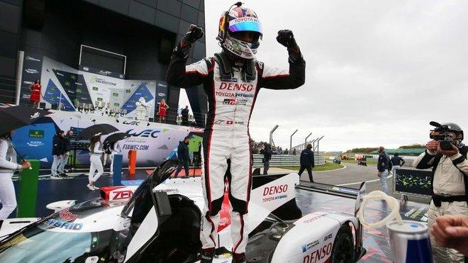 Sébastien Buemi se raduje z vítězství v Silverstone