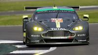 Vůz Aston Martin Vantage posádky Paul Dalla Lana, Pedro Lamy, Mathias Lauda
