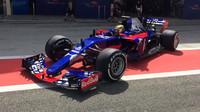 Sean Gelael při testování s Toro Rosso v Bahrajnu