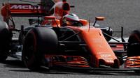 Stofell Vandoorne s McLarenem MCL32 během testování v Bahrajnu