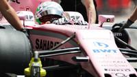 Alfonso Celis při sezónních testech v Bahrajnu