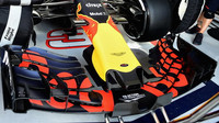 Přední křídlo vozu Red Bull RB13 - Renault při sezónních testech v Bahrajnu