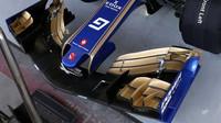 Přední křídlo vozu Sauber C36 - Ferrari při sezónních testech v Bahrajnu
