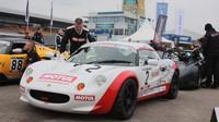 Bývalý pilot Lotusu-F1 Martin Donelly pořád ještě závodí: Je patronem evropského poháru vozů Lotus.