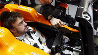Fernando Alonso při pátečním tréninku v Soči