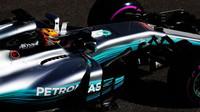 Lewis Hamilton při pátečním térninku v Soči