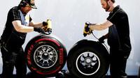 Příprava pneumatik Pirelli při pátečním térninku v Soči