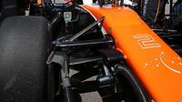 Vůz McLaren před závodem v Soči