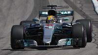 Lewsi Hamilton s Mercedesem
